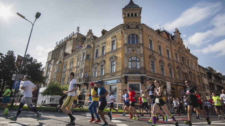 Record de participanti la Maratonul Internațional Brașov powered by Telekom Sport: 4.120 persoane, la start